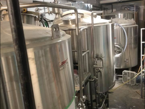 Herald-haus-brewery-tank-installation